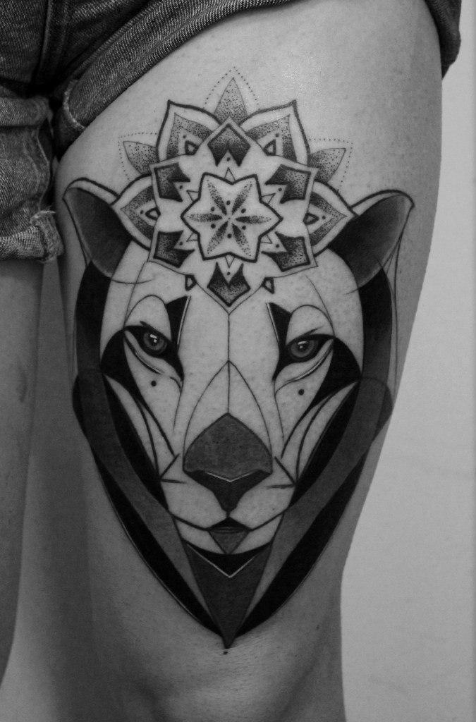 Художественная татуировка «Львица». Мастер — Саша Новик