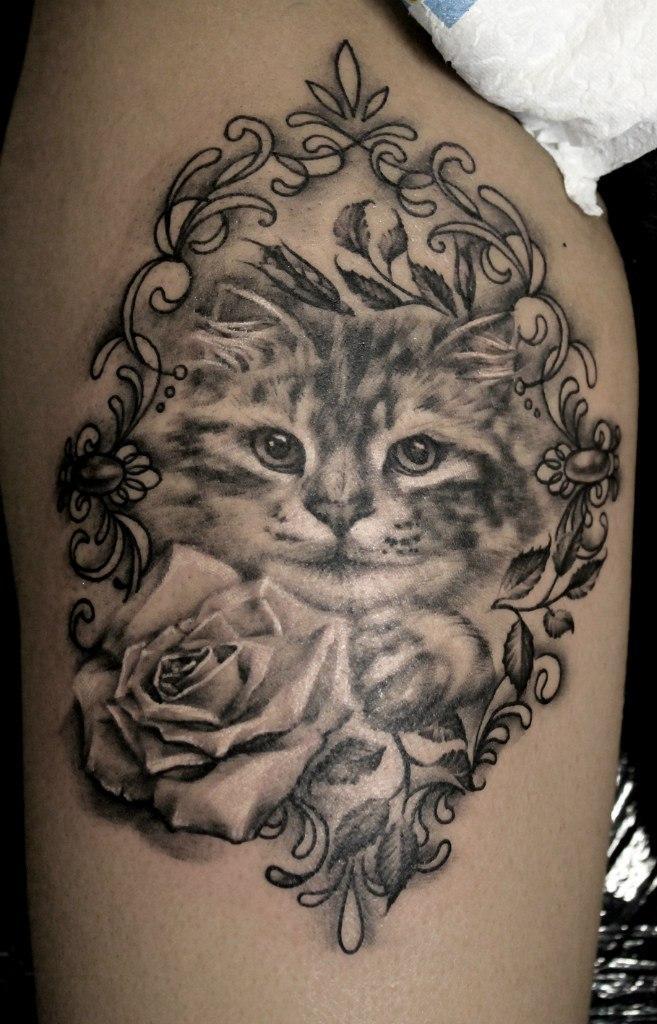 Художественная татуировка «Котенок». Мастер — Анна Корь