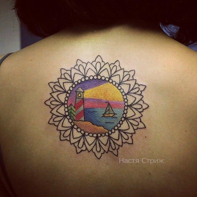 Художественная татуировка «Узор с маяком». Мастер Настя Стриж.