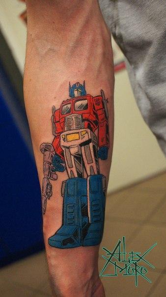 Татуировка «Оптимус Прайм» от Александра Морозова.