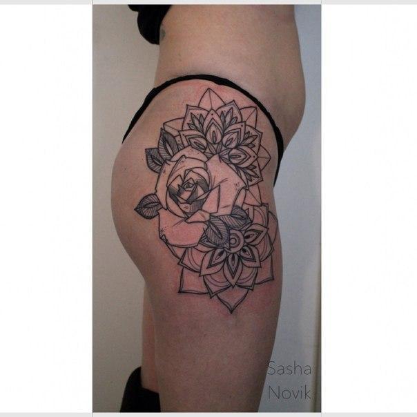 Художественная татуировка «Роза и мандалы». Мастер — Саша Новик