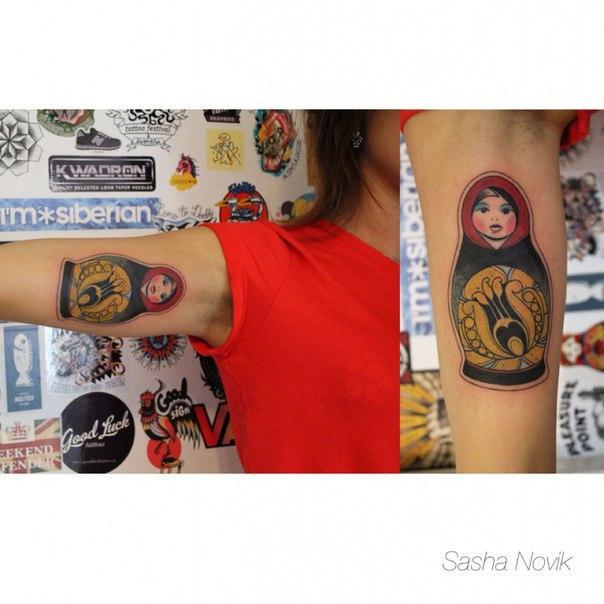 Художественная татуировка «Матрешка». Мастер — Саша Новик