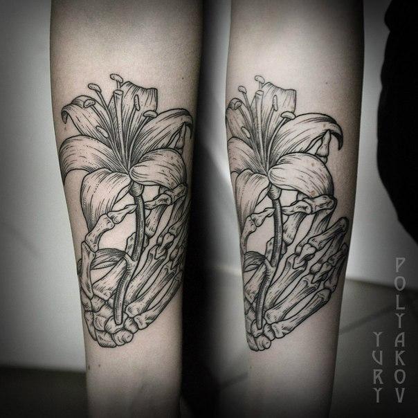 """Художественная татуировка """"цветок"""" от Юрия Полякова."""
