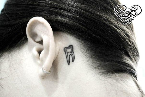 Художественная татуировка «Зуб мудрости». Мастер — Анна Корь.