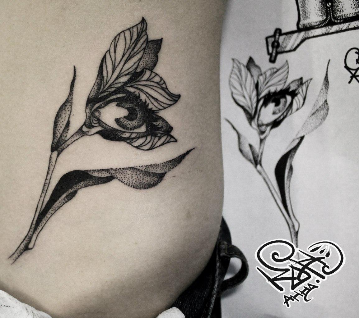 Художественная татуировка «Цветок». Мастер — Анна Корь