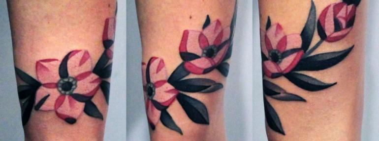 Художественная татуировка «Цветы». Мастер — Денис Марахин