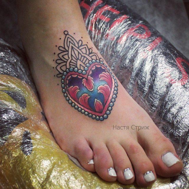"""Художественная татуировка """"Сердце"""". Мастер Настя Стриж."""