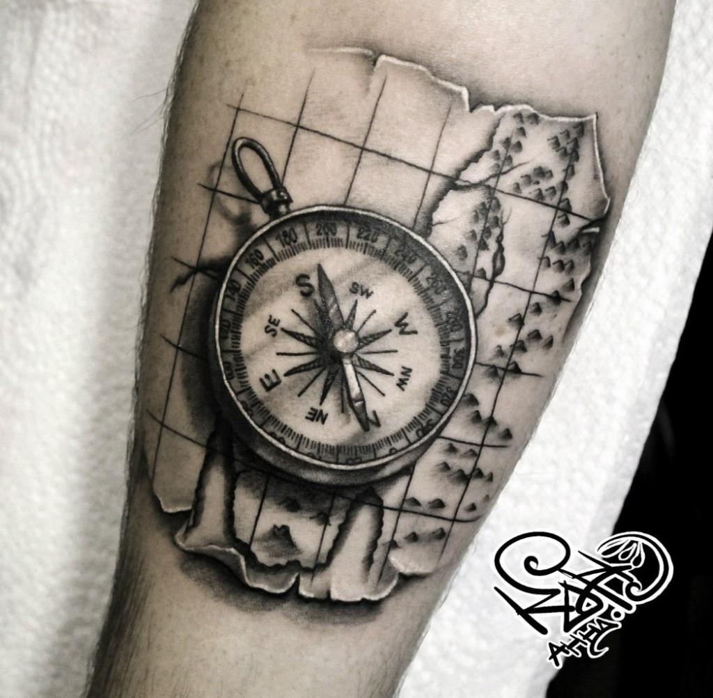 Художественная татуировка «Компас». Мастер — Анна Корь. Расположение — предплечье. Время работы —2 часа. По своему эскизу.