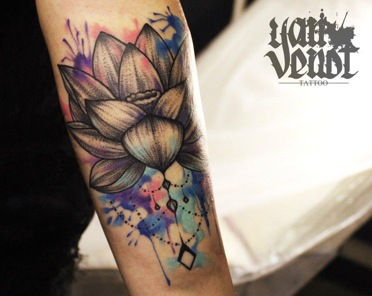 """Художественная татуировка """"Лотос"""". Мастер: Ян Енот."""