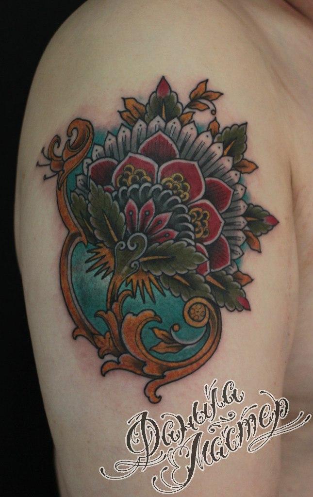 Перекрытие старой татуировки цветком от Данилы-Мастера