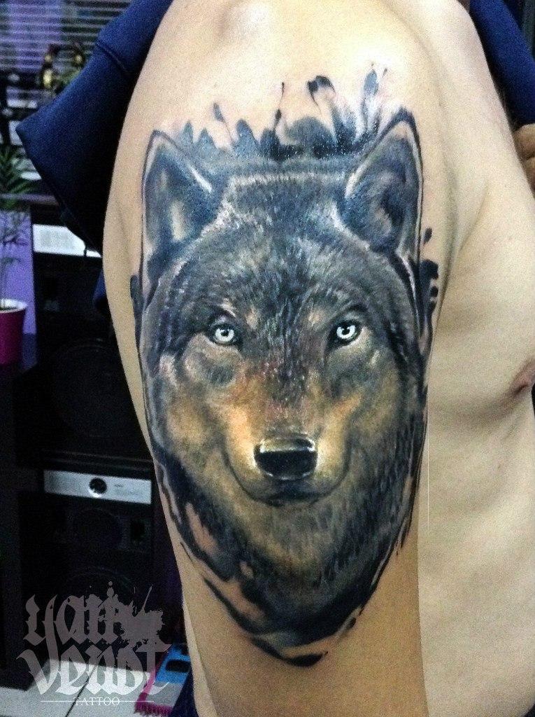 """Художественная татуировка """"Волк"""". Мастер Ян Енот."""