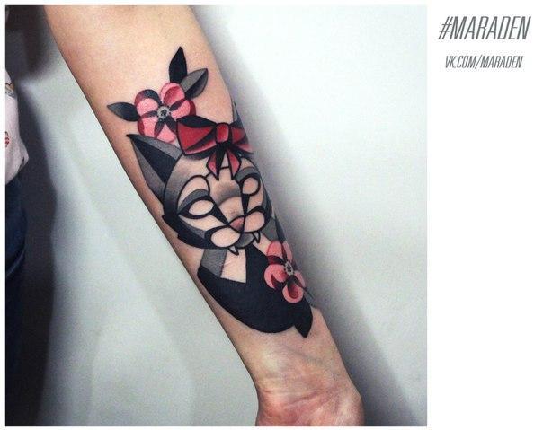 Художественная татуировка «Кошка с цветами». Мастер — Денис Марахин. Расположение — предплечье. Время работы — 2,5 часа. По своему эскизу