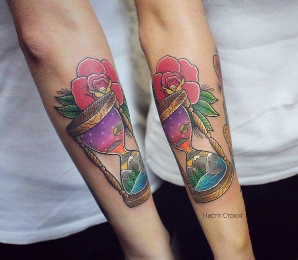 """Художественная татуировка """"Песочные часы"""". Мастер Настя Стриж."""