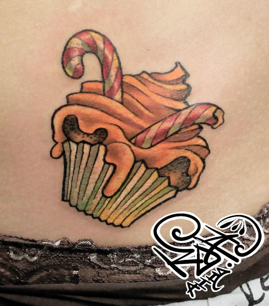 Художественная татуировка «Кексик». Мастер — Анна Корь. Расположение — живот. Время работы — 1 час. По своему эскизу