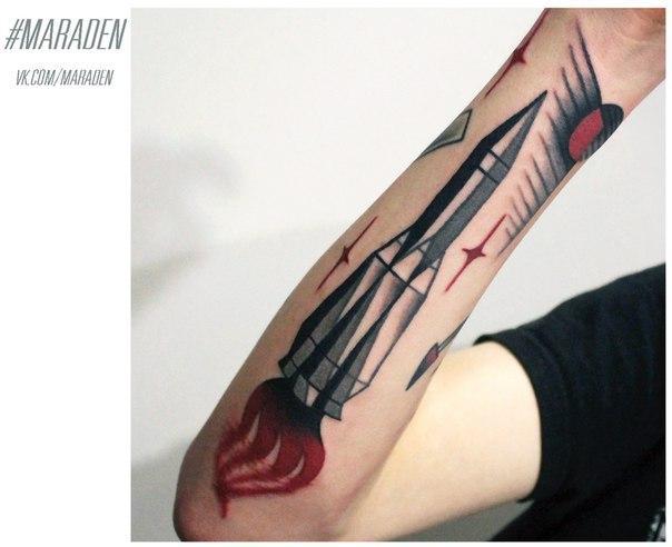 Художественная татуировка «Ракета». Мастер — Денис Марахин. Расположение — предплечье. Время работы — 2 часа. По своему эскизу