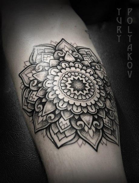 """Художественная татуировка """"Мандала"""" от Юрия Полякова."""