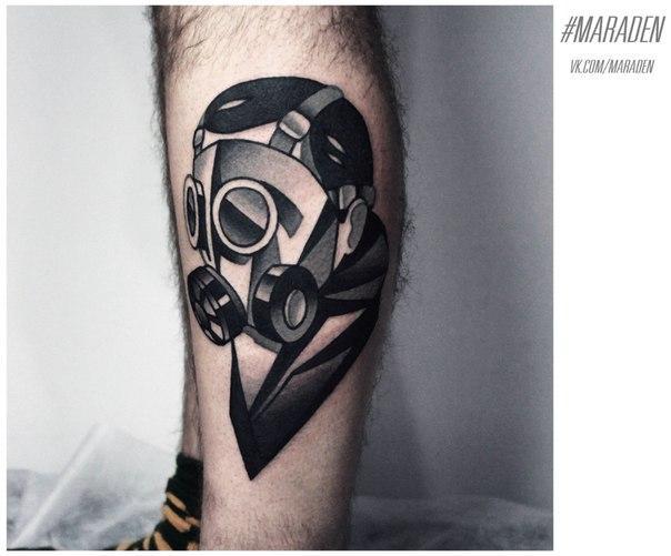 Художественная татуировка «Человек в маске». Мастер — Денис Марахин. Расположение — голень. Время работы — 2,5 часа. По своему эскизу