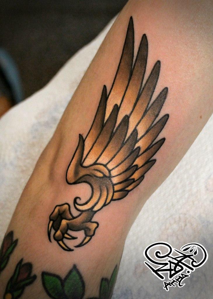 Художественная татуировка «Крыло». Мастер — Анна Корь