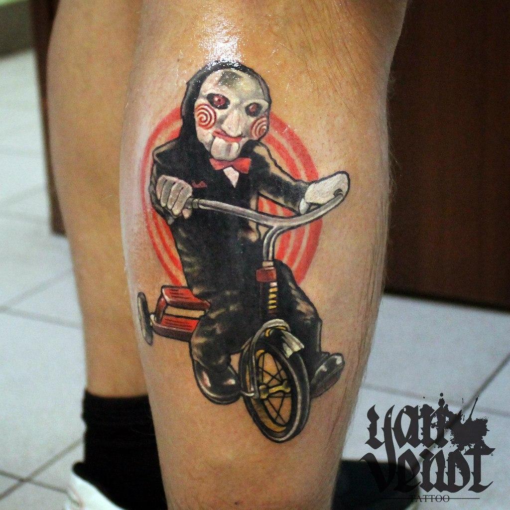"""Художественная татуировка """"Пила"""". Мастер Ян Енот."""
