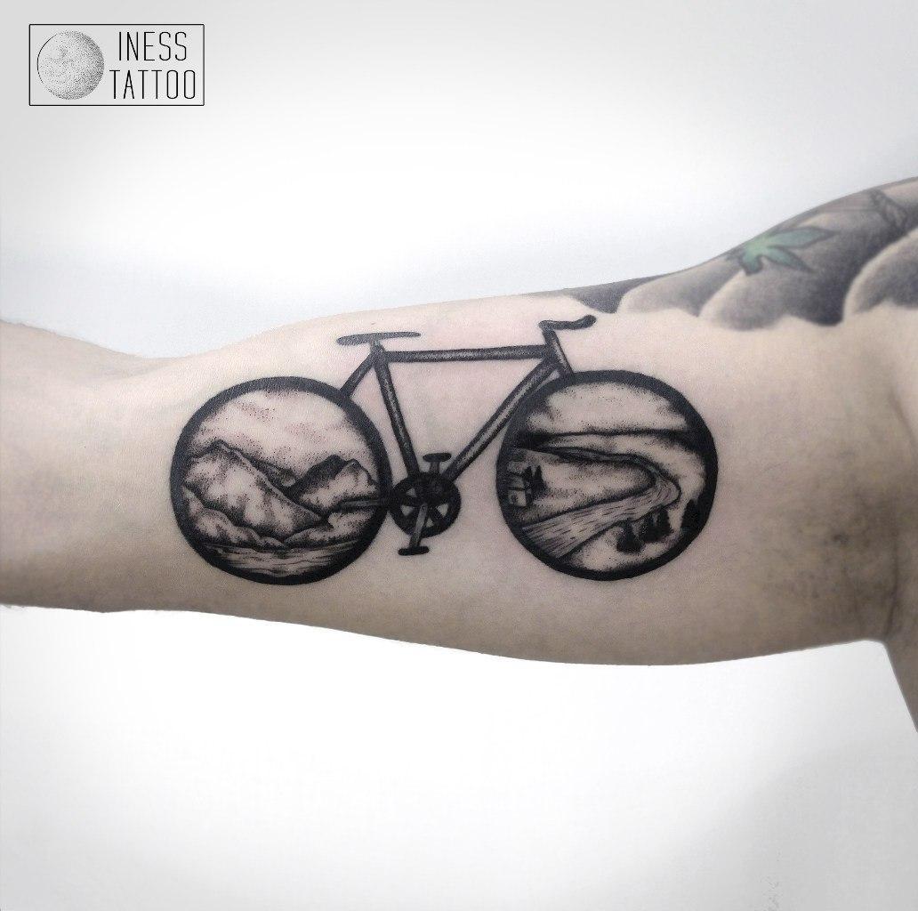 Художественная татуировка «Велосипед». Мастер — Инесса Кефир