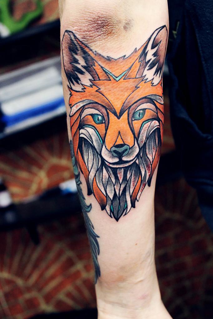 Художественная татуировка «Лисица» выполнена мастером Евгением Химиком на руке молодого человека.Время затраченное на работу: 3 часа