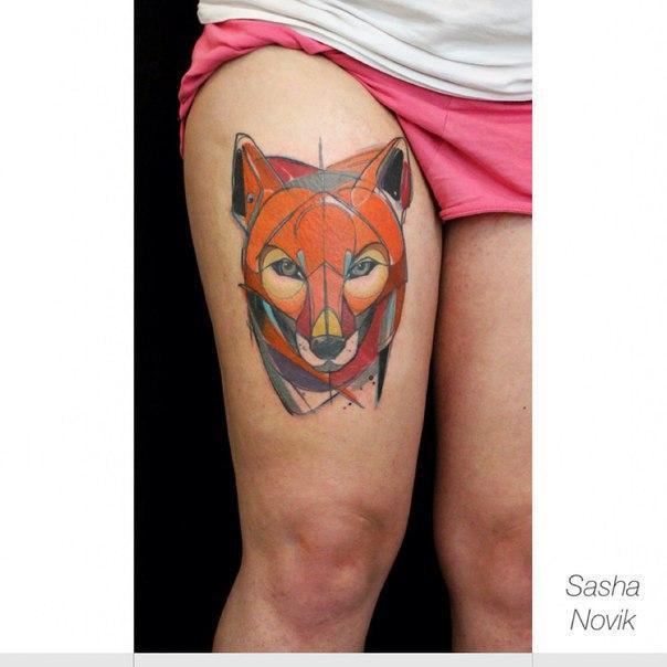 Художественная татуировка «Лиса». Мастер — Саша Новик. Расположение — бедро. Время работы — 3 сеанса по 3 часа часа. По собственному эскизу