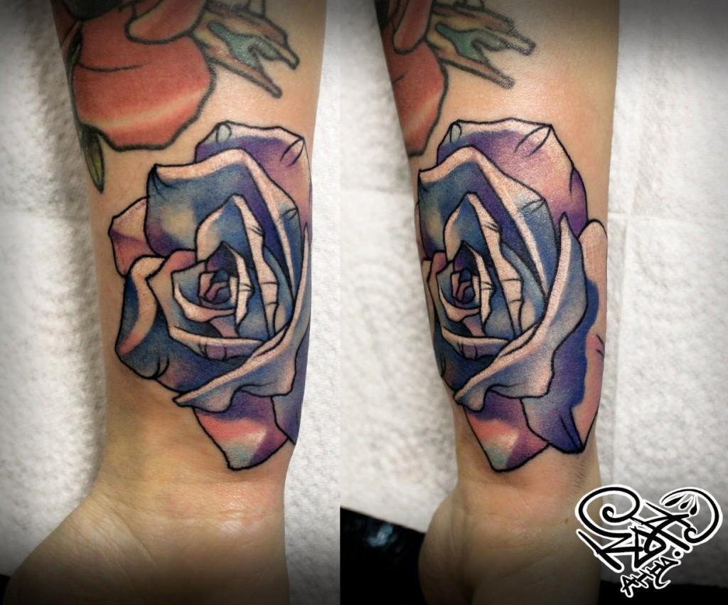 Художественная татуировка «Роза». Мастер — Анна Корь. Расположение — запястье. По собственному эскизу.