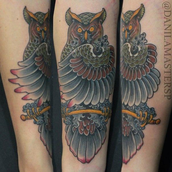 """Художественная татуировка """"Филин"""" от Данилы-Мастера."""