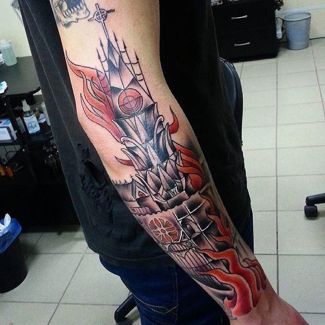 """Художественная татуировка """"Горящая церковь"""" от Евгения Ершова."""
