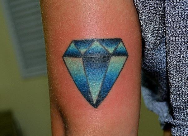 Эскизы татуировок с бриллиантом или алмазом — что может означать тату бриллиант?