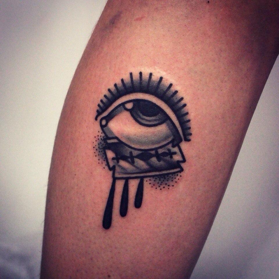 Художественная татуировка «Глаз и лезвие»