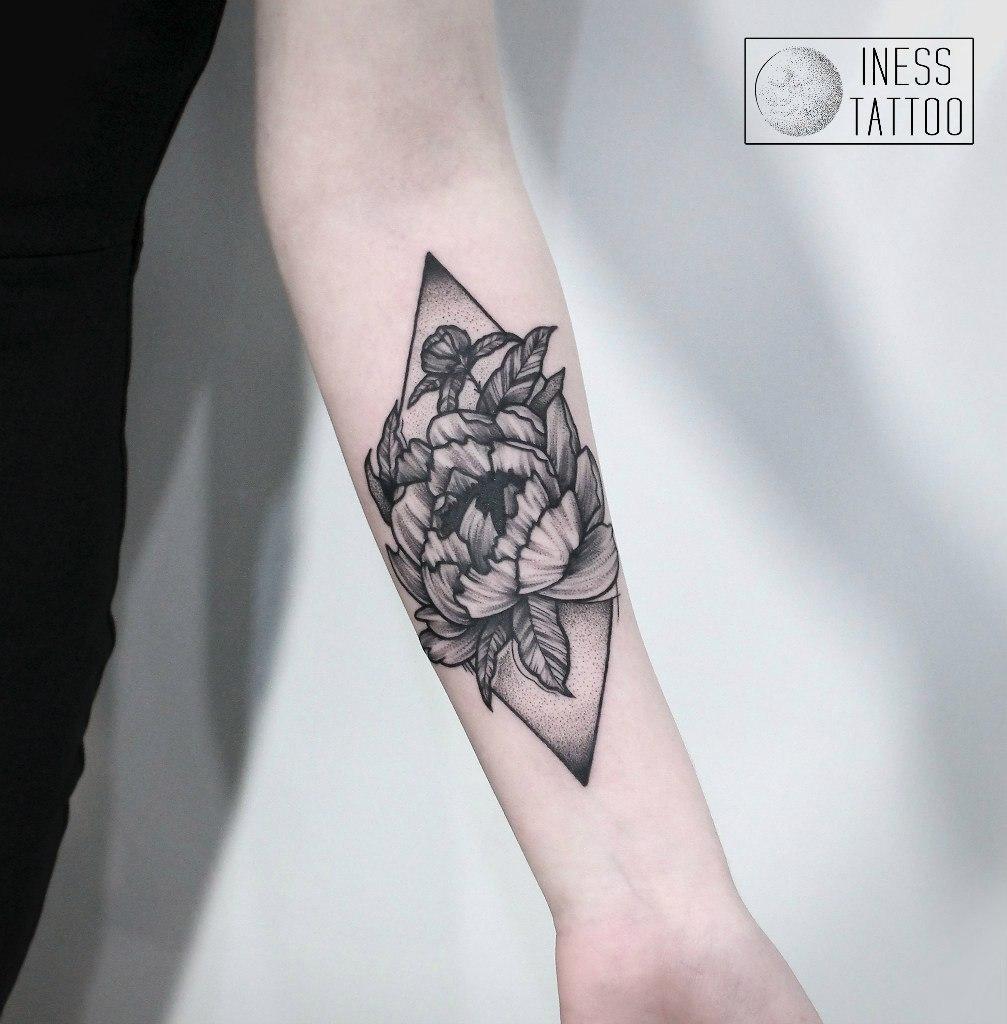 Художественная татуировка «Пион». Мастер — Инесса Кефир