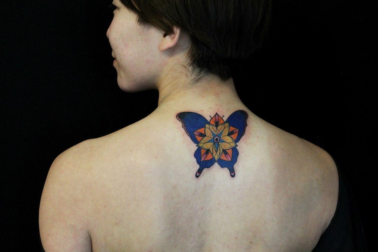 """Художественная татуировка """"Бабочка"""". Мастер - Саша Новик"""