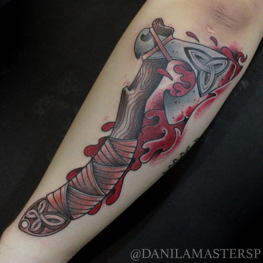 """Художественная татуировка """"Томагавк"""" от Данилы-Мастера"""