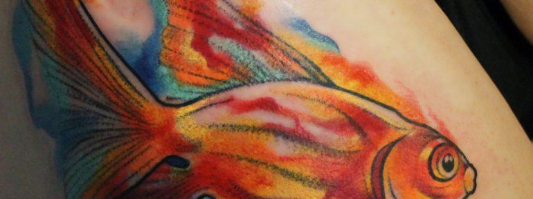 Художественная татуировка «Золотая рыбка».Мастер Ян Енот