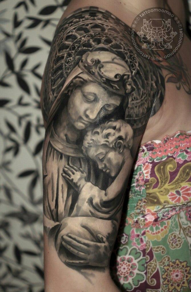 Художественная татуировка «Дева Мария». Мастер Алексей Быковский.