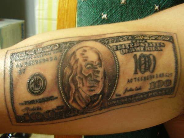 Тату Доллар