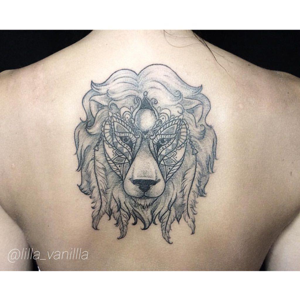"""Художественная татуировка """"Лев"""". Мастер Лилия. Художественная татуировка Льва выполнена в стиле linework/dotwork."""