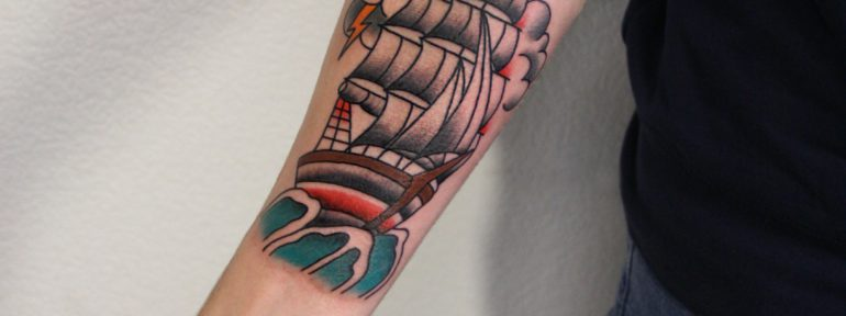 Традиционная татуировка «Корабль». Мастер Фоля Fo.