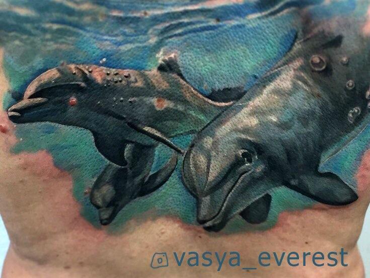 Художественная татуировка «Дельфины». Мастер- Вася Эверест.