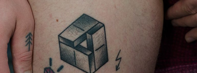 Художественная татуировка «Домино». Мастер Даня Костарев