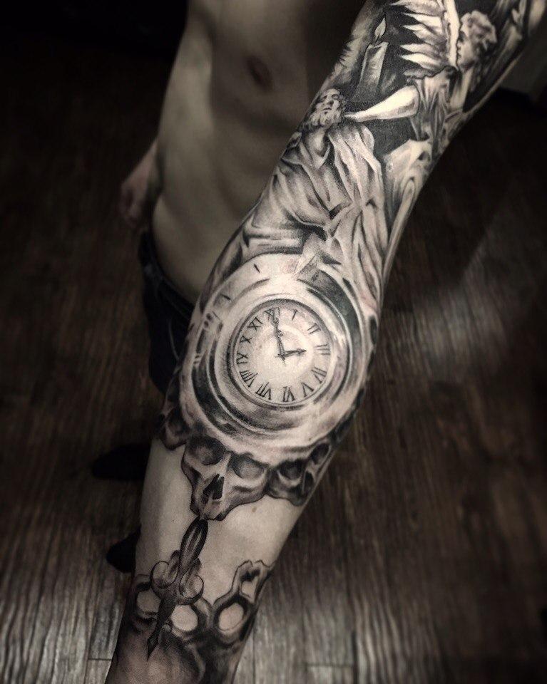 Художественная татуировка «Часы». Мастер Павел Бормотов.