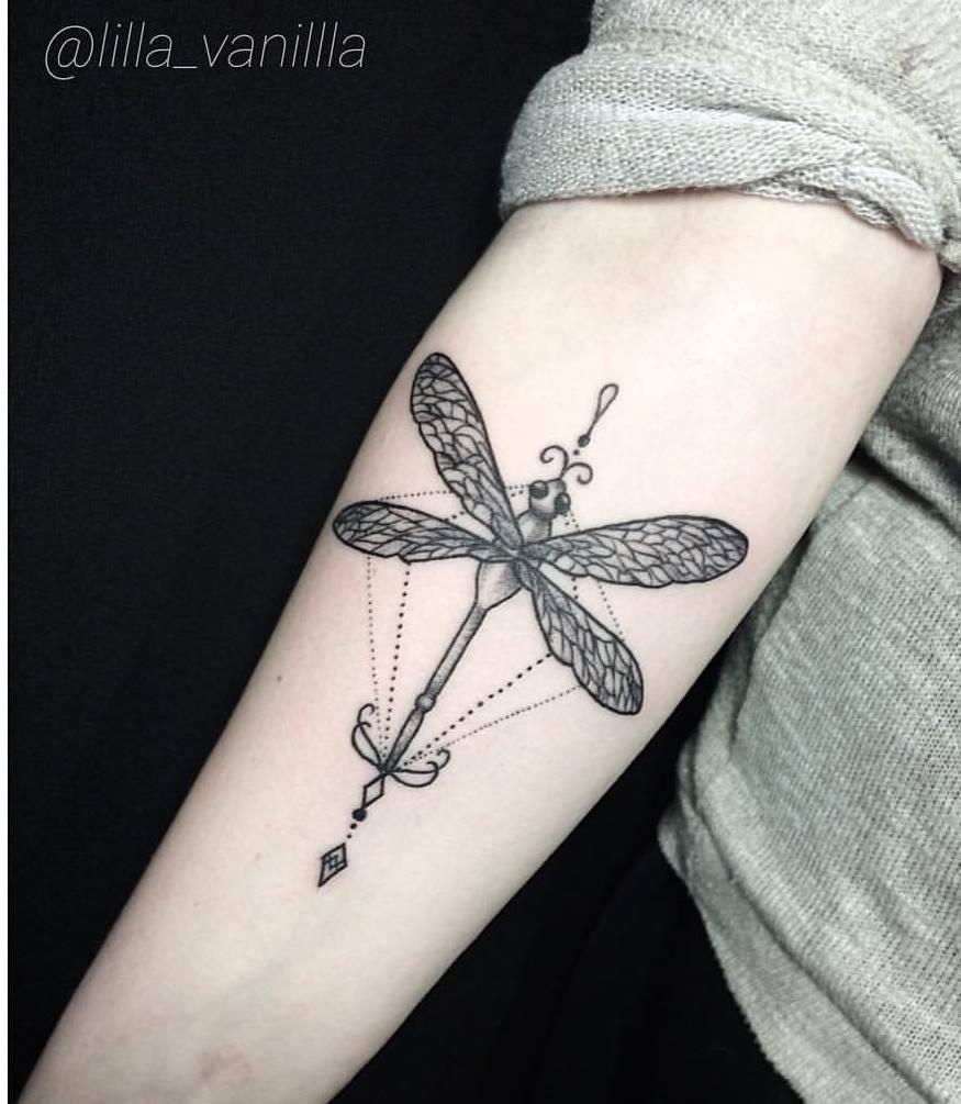 Художественная татуировка «Стрекоза»