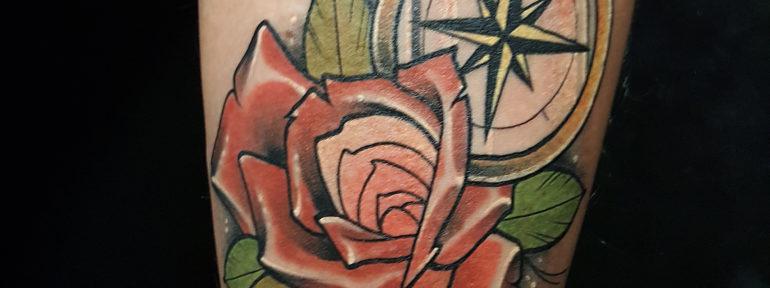 Художественная татуировка «роза и компас». Мастер Ил Берёза
