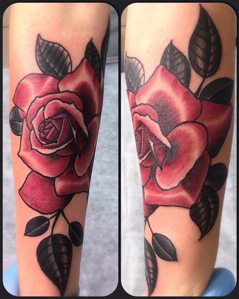 Художественная татуировка «Роза». Мастер Артем Михайлюта.