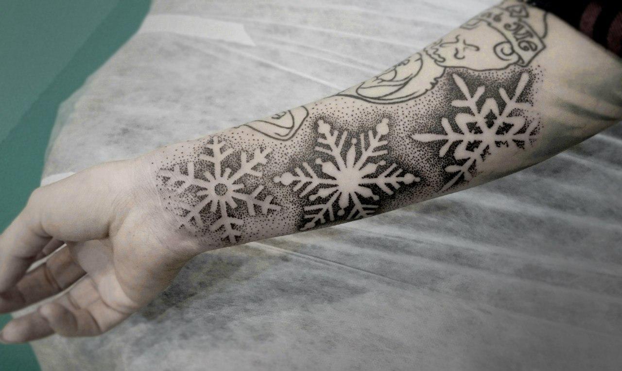 """Художественная татуировка """"Снежинки"""". Мастер Ксения Смирнова."""