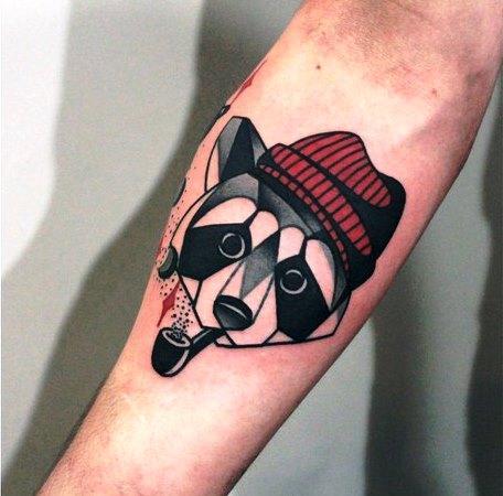 Художественная татуировка Енот